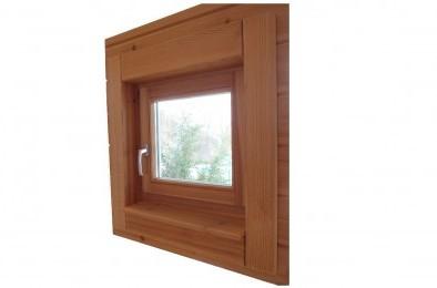 Fenster im Holzhaus