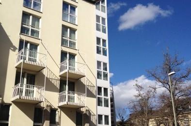 Hotel Erker-Fassade Holz-Aluminium-Fenster